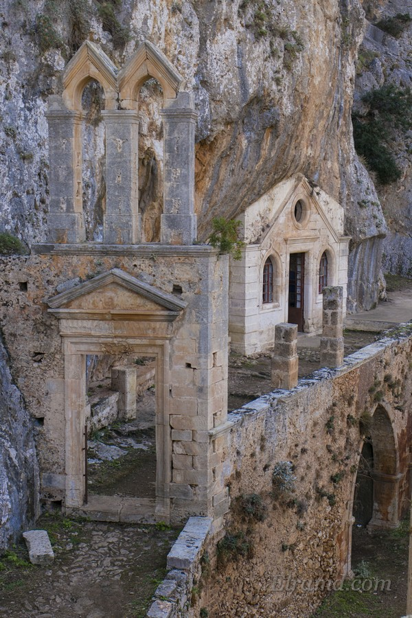 Монастырь Католико