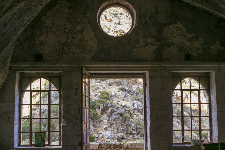В монастыре Католико