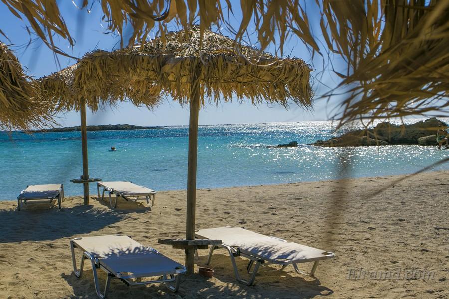 На пляже Элафониси