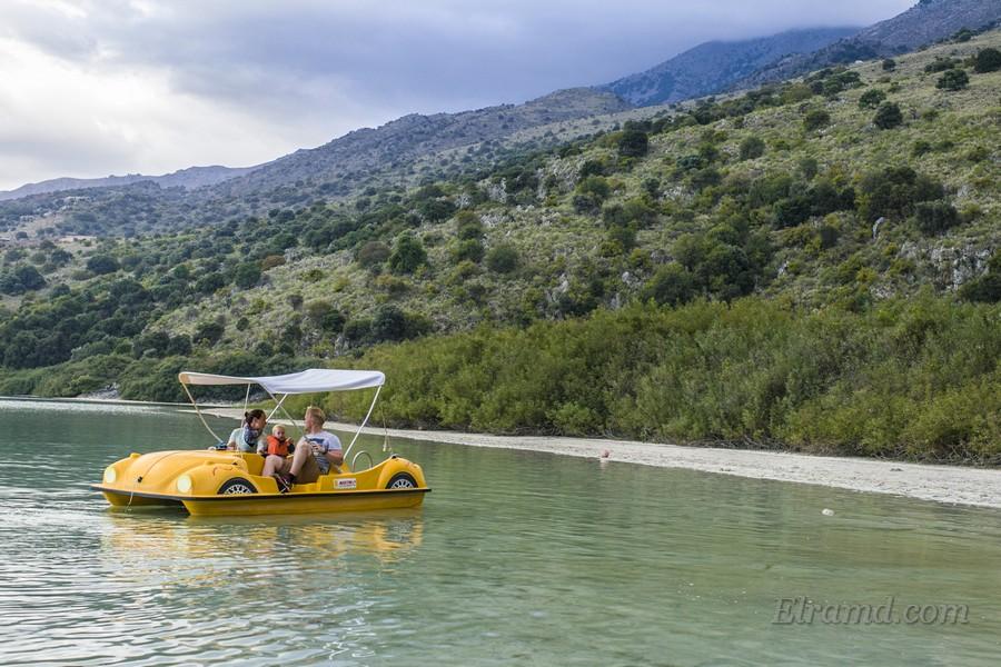 Катамаран на озере Курнас