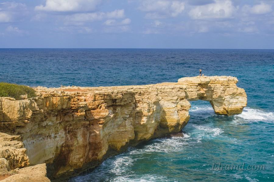 Скалы у пляжа Камара