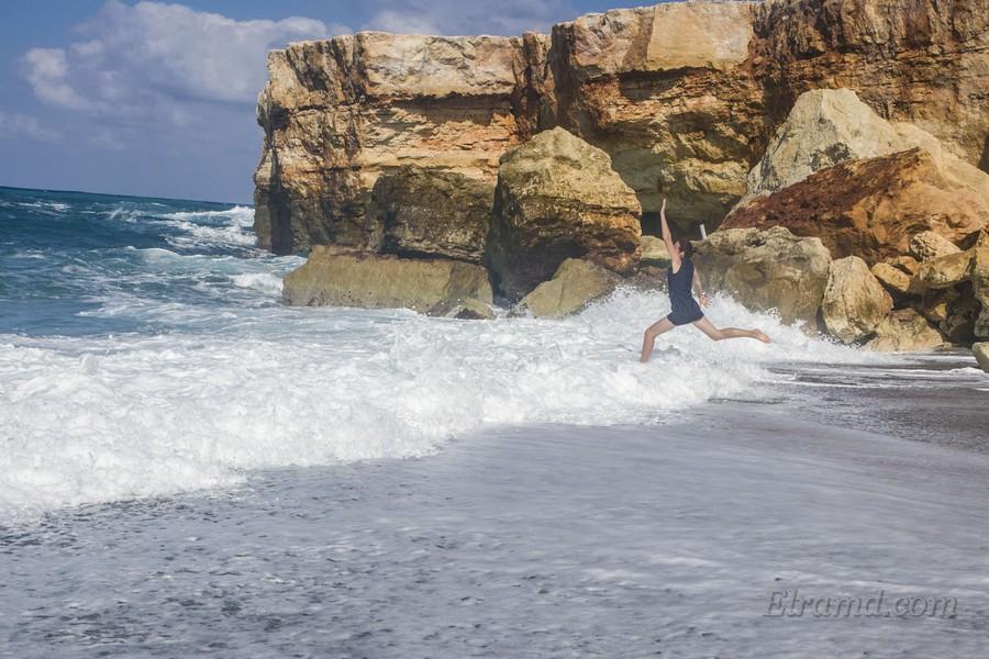 Интересно купаться в волнах