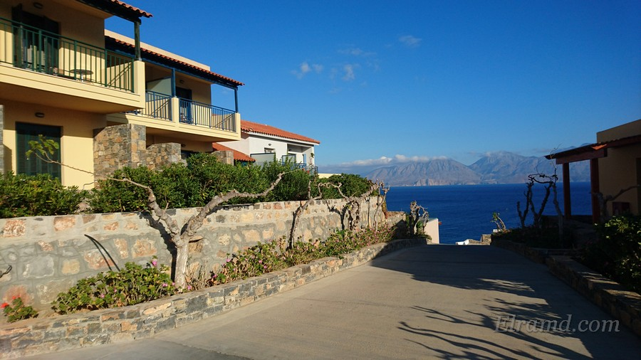 Домики на территории отеля Miramare Resort & Spa
