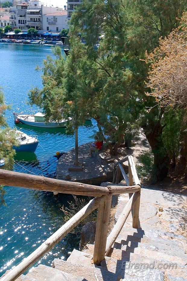 Агиос Николаос, лестница к озеру