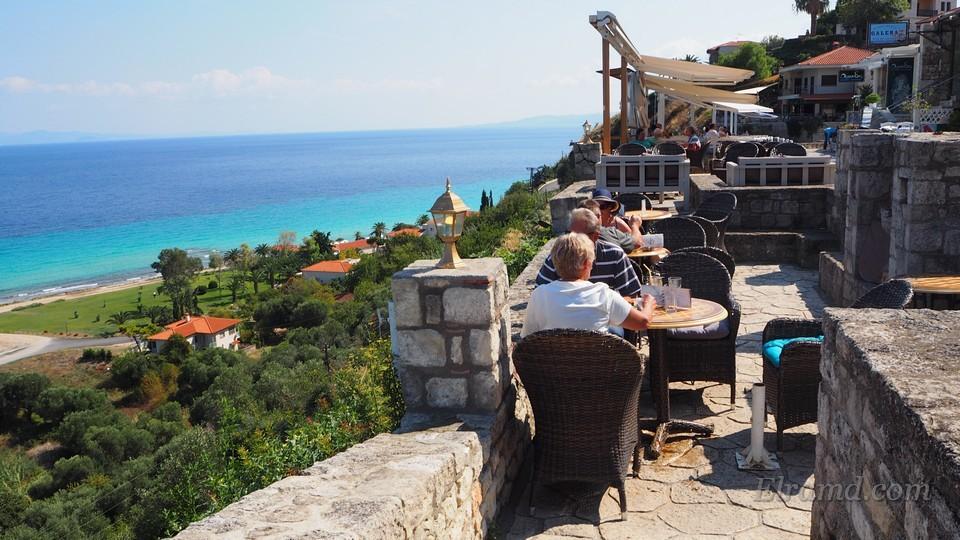 Кафе на набережной Афитоса