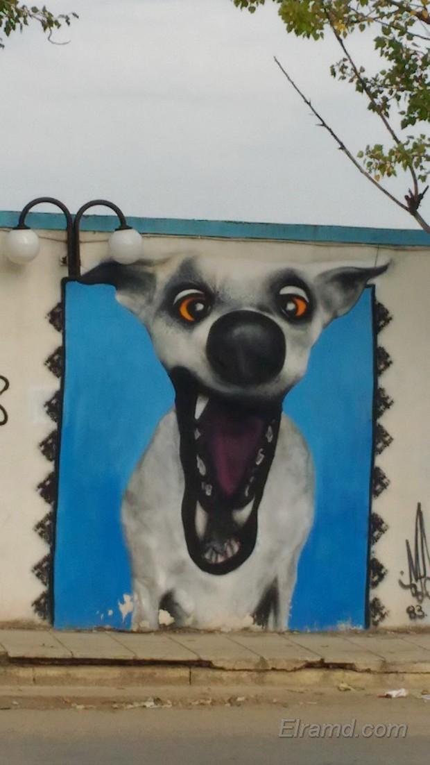 Граффити на стадионе в Неа Муданья - собака