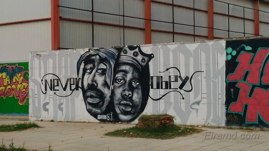 Граффити на стадионе в Неа Муданья - черные лица