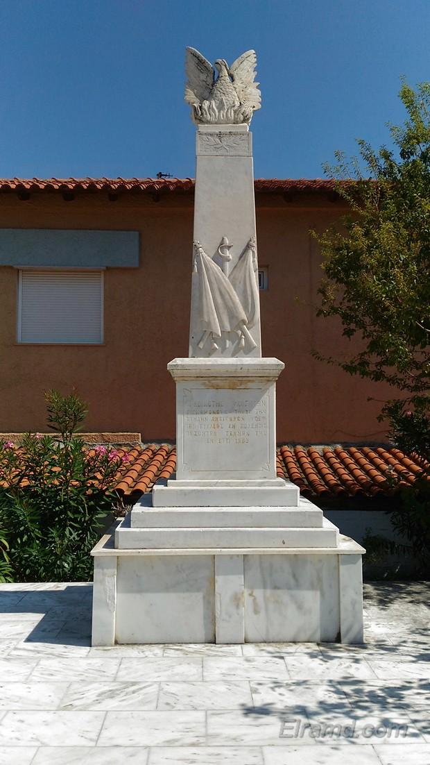 Памятник павшим солдатам во Флогите