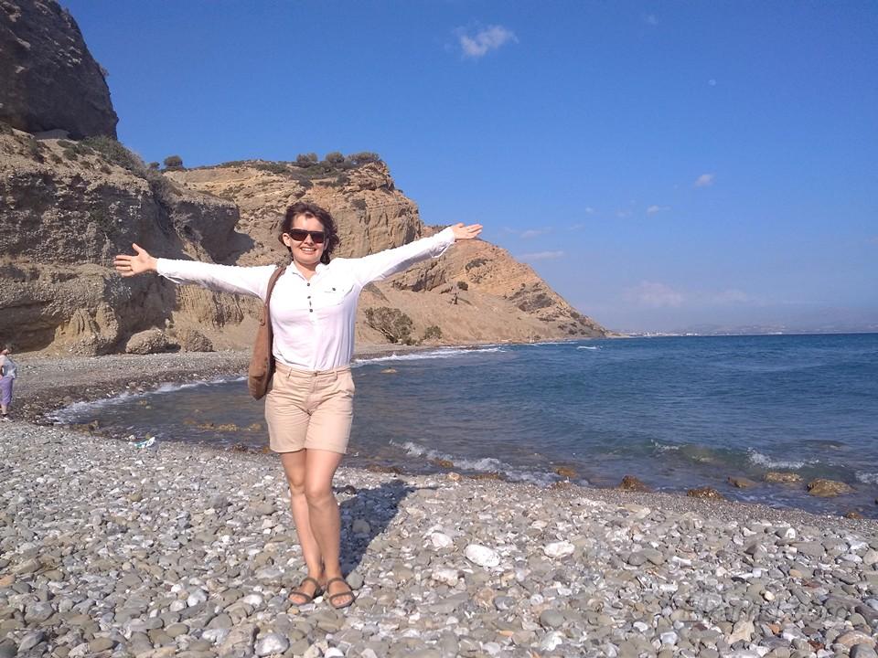 На камушках критского пляжа