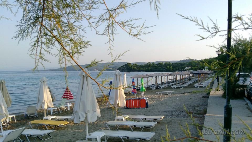 Утренний пляж Парадисос