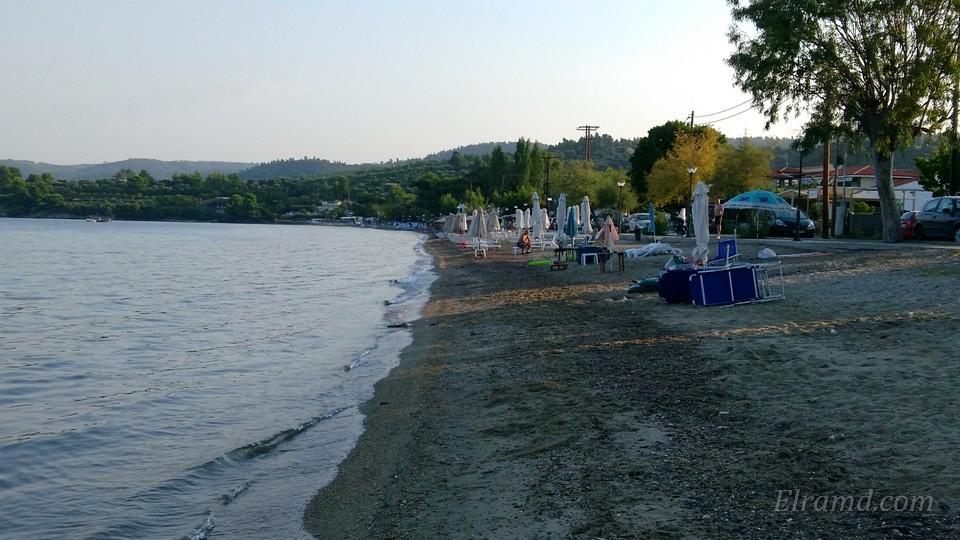 Пляж Парадисос ранним утром