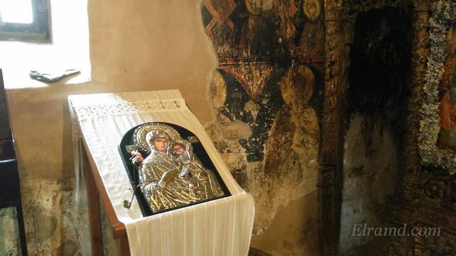 Икона Богородицы в храме