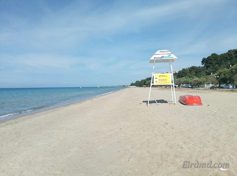 Пляж в Паралии Дионисиу в мае