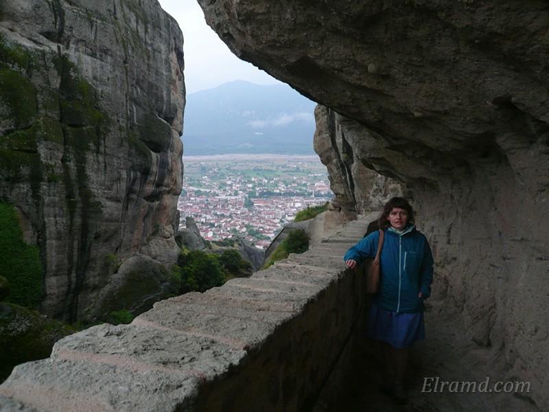 Лестница в скале к монастырю Святой Троицы