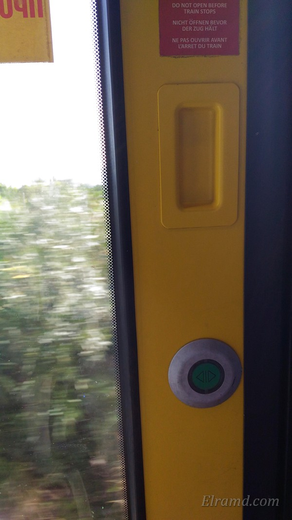 Кнопка, открывающая двери