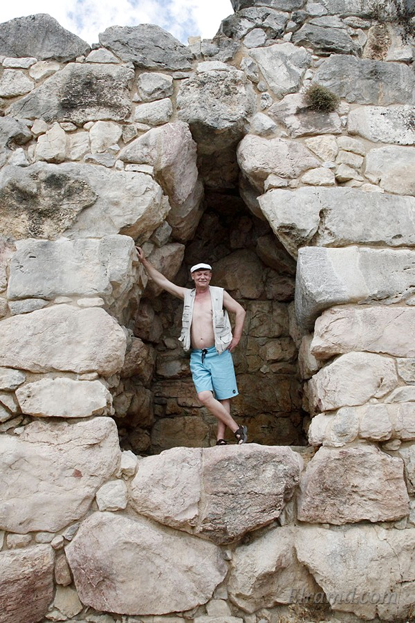 В стене Тиринфа