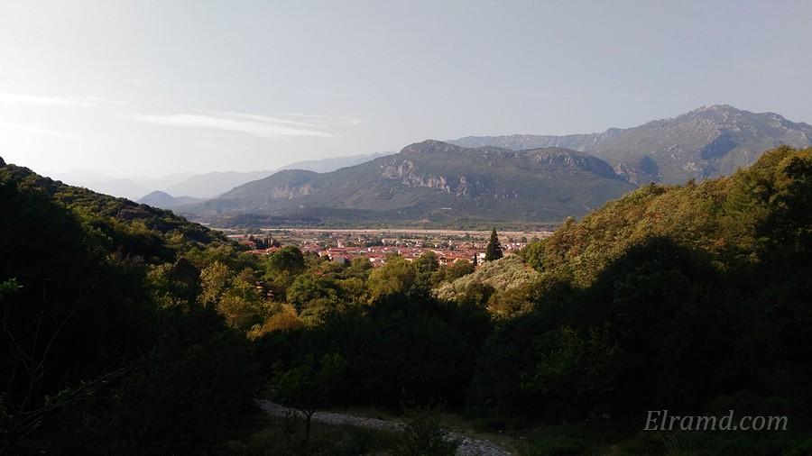 Вид на Каламбаку с тропы 2