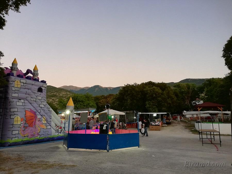 Ярмарка и Луна-парк за храмом