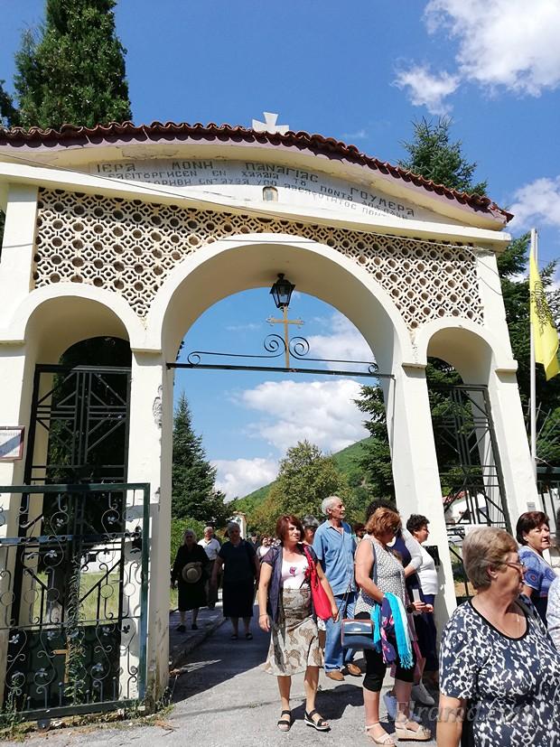 Вход в монастырь Панагия Гумера