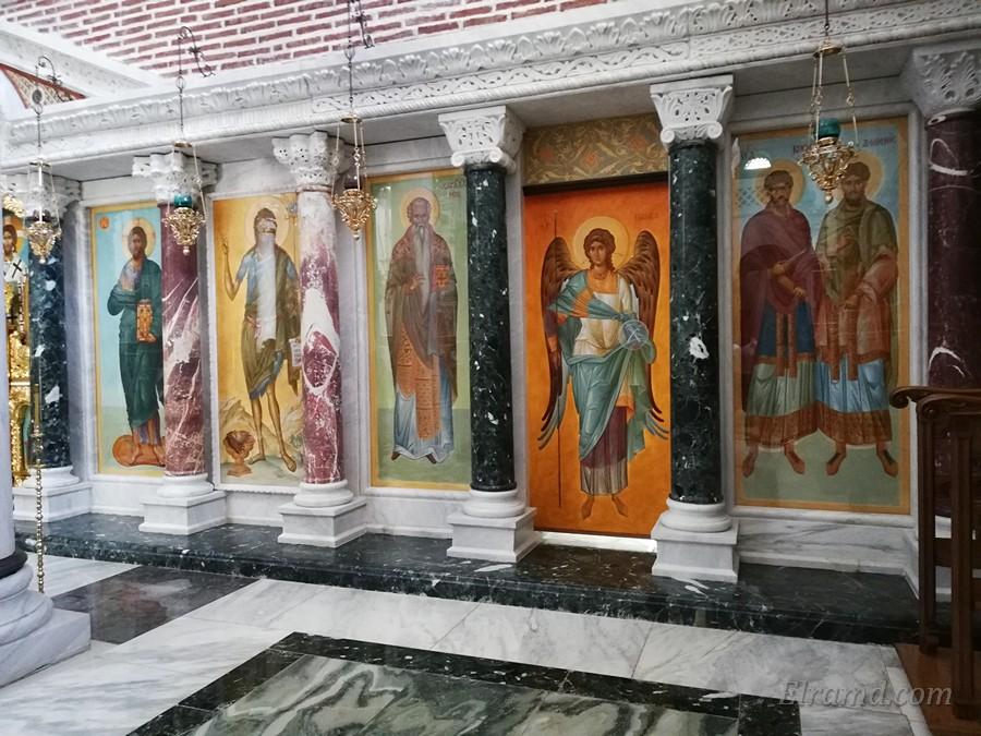 Иконы в иконостасе собора