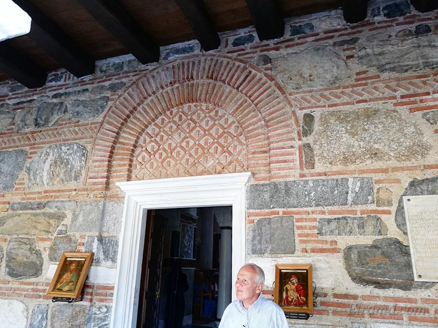 Вход в храм Иоанна Предтечи
