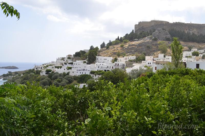 Город Линдос с Акрополем на холме