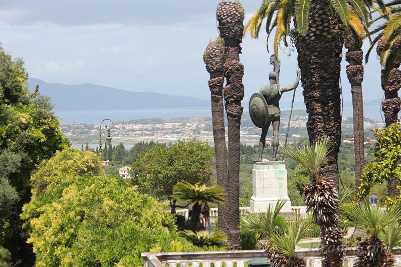Богато украшенный сад Ахиллеона