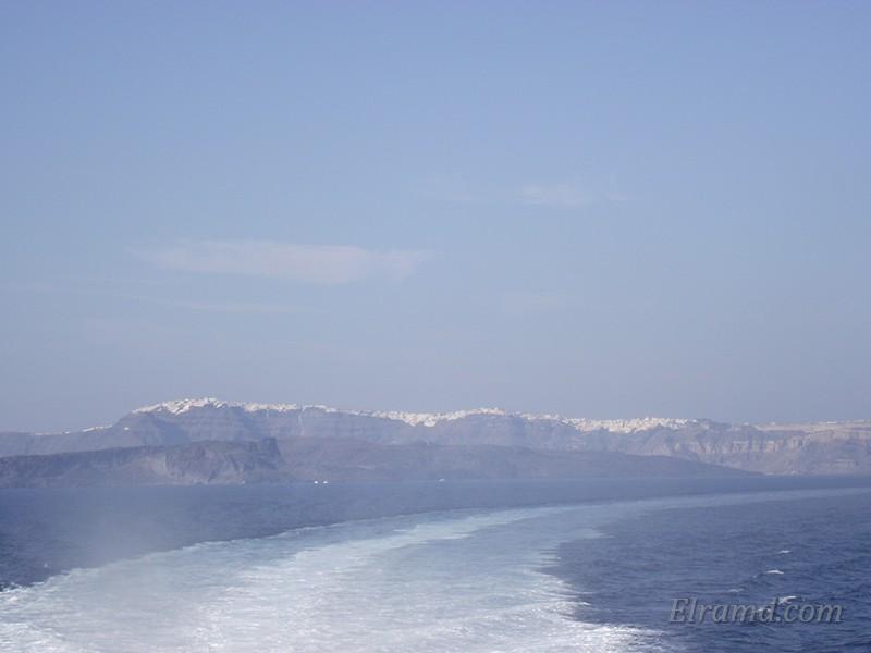 Остров Санторин с моря