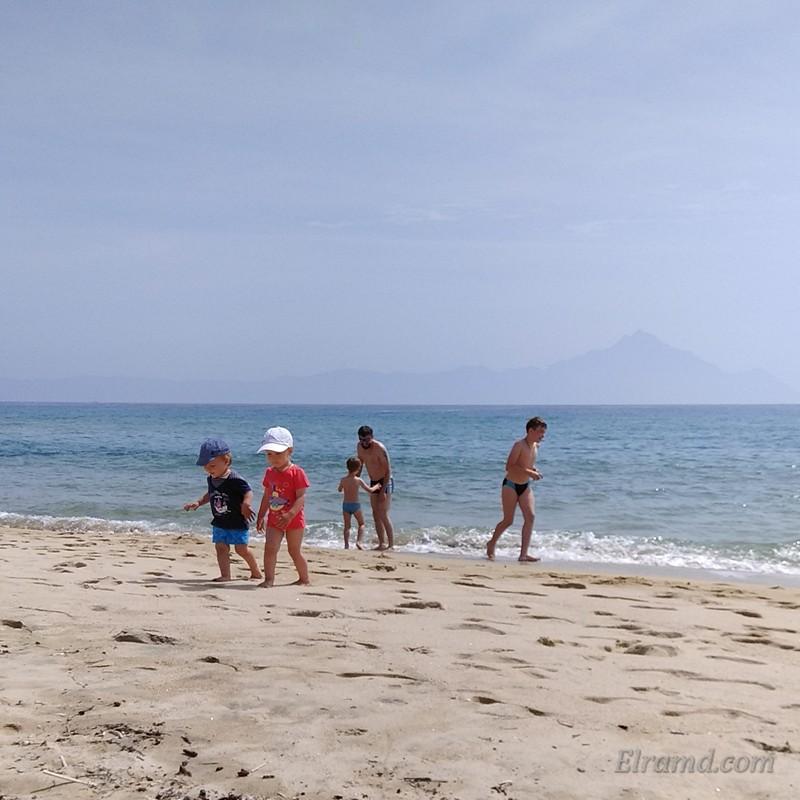 Наши дети на пляже