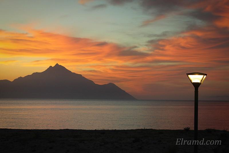 Рассвет с видом на святую гору Афон