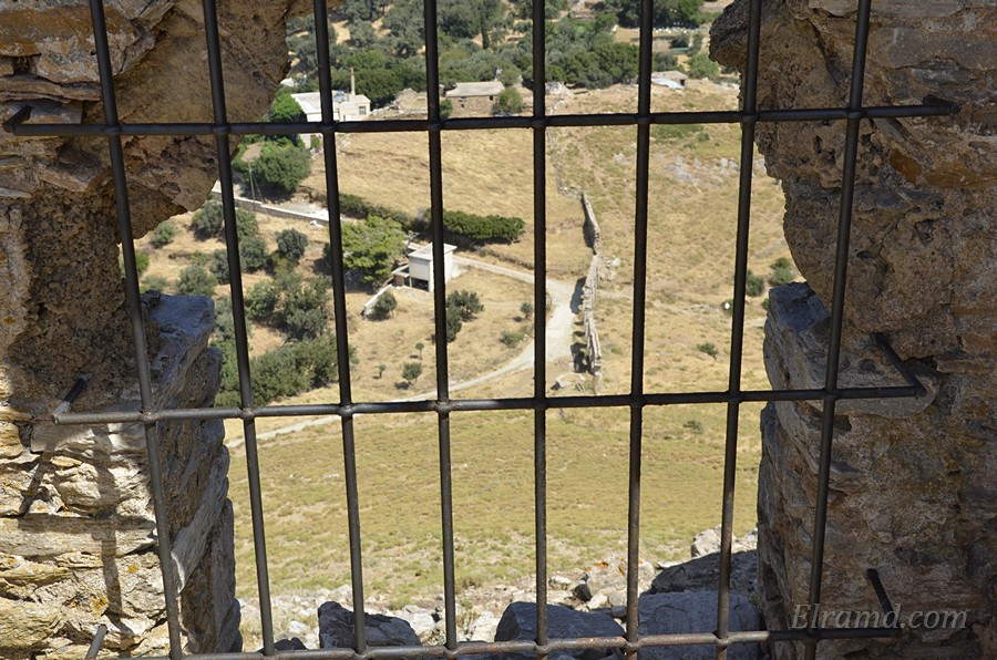Вид на акведук и цистерну из крепости