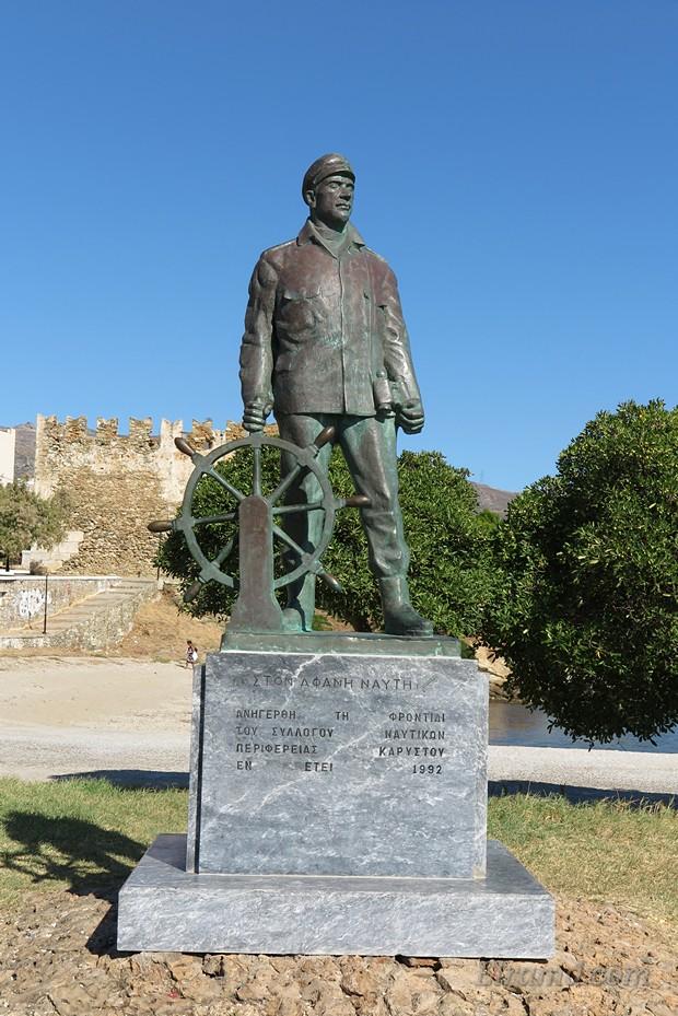 Памятник погибшим рыбакам в Каристосе