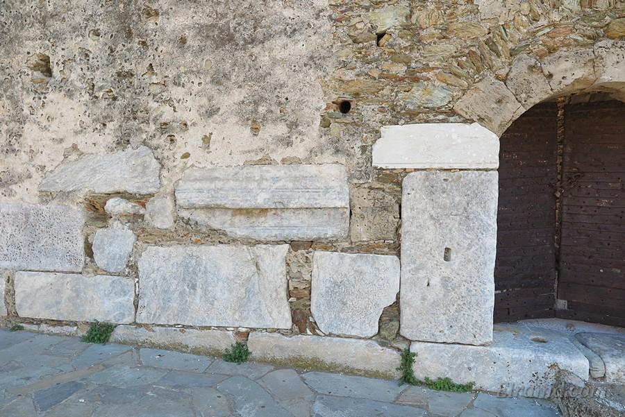 В строительстве использовали блоки от мавзолея