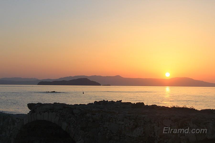 Закат в порту Ханьи