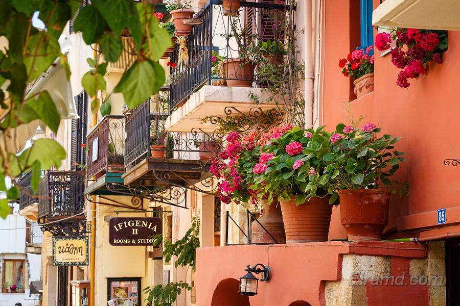Улица и балкончики