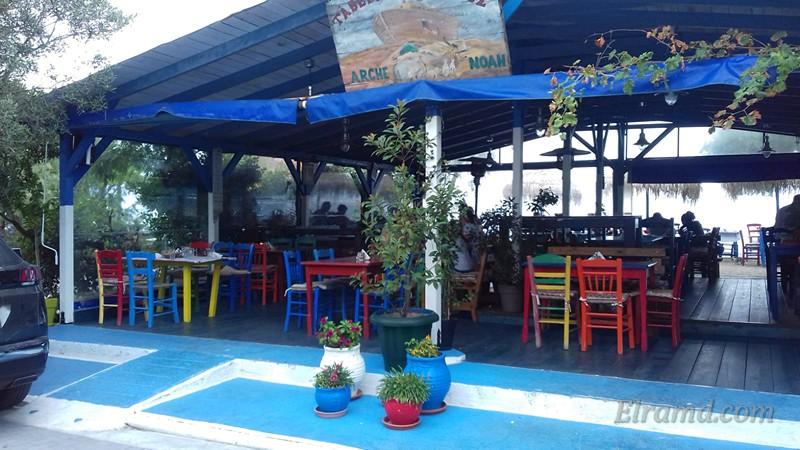 Яркое кафе в Сарти