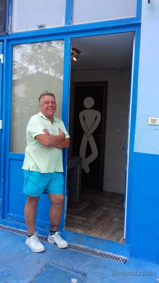 Человечек в туалете