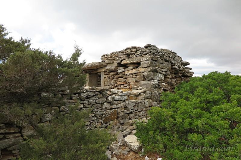 Мелкие камни в кладке стен – это уже не дриопы