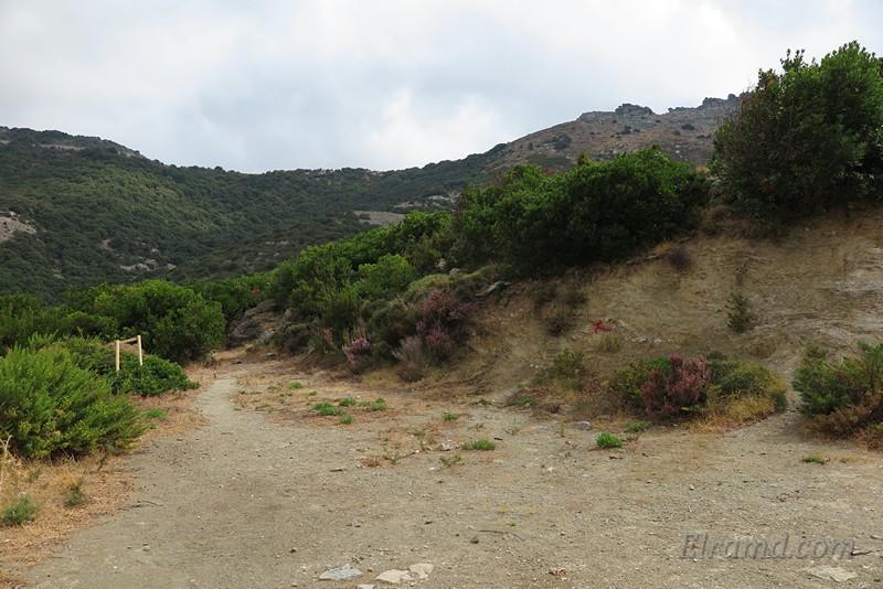 Парковка у начала тропы