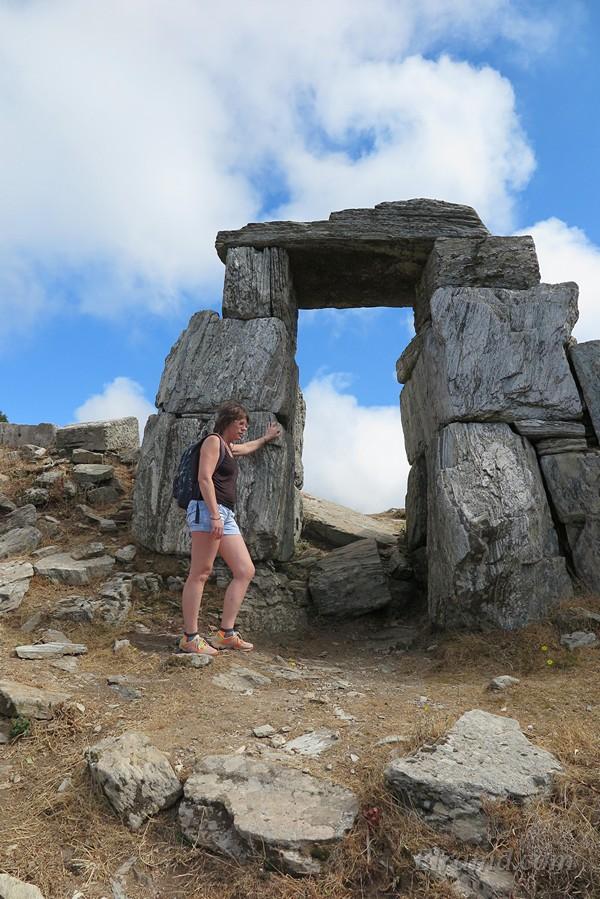 Эти ворота – почти все, что осталось от древнего акрополя