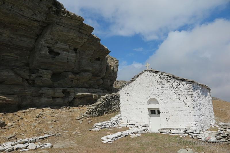 Храм Ильи Пророка под скалой