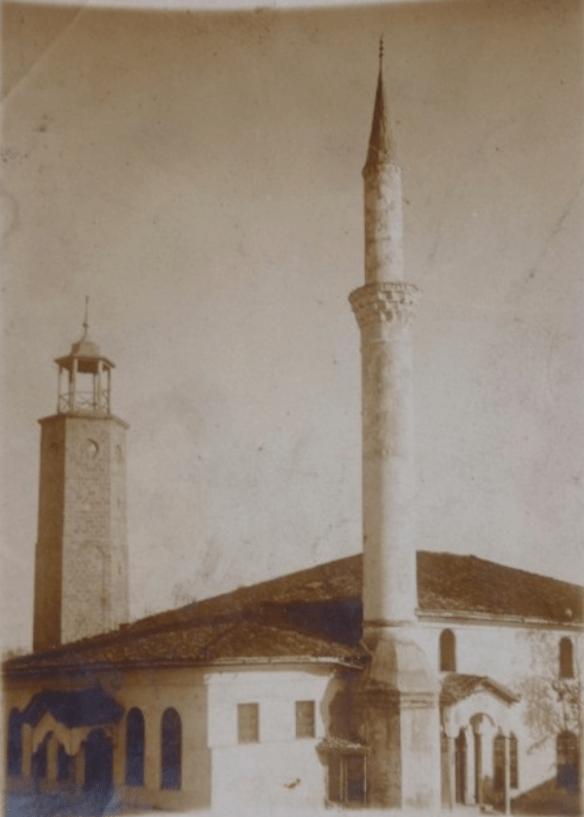 Новая часовая башня Эдессы рядом с мечетью Хункяр
