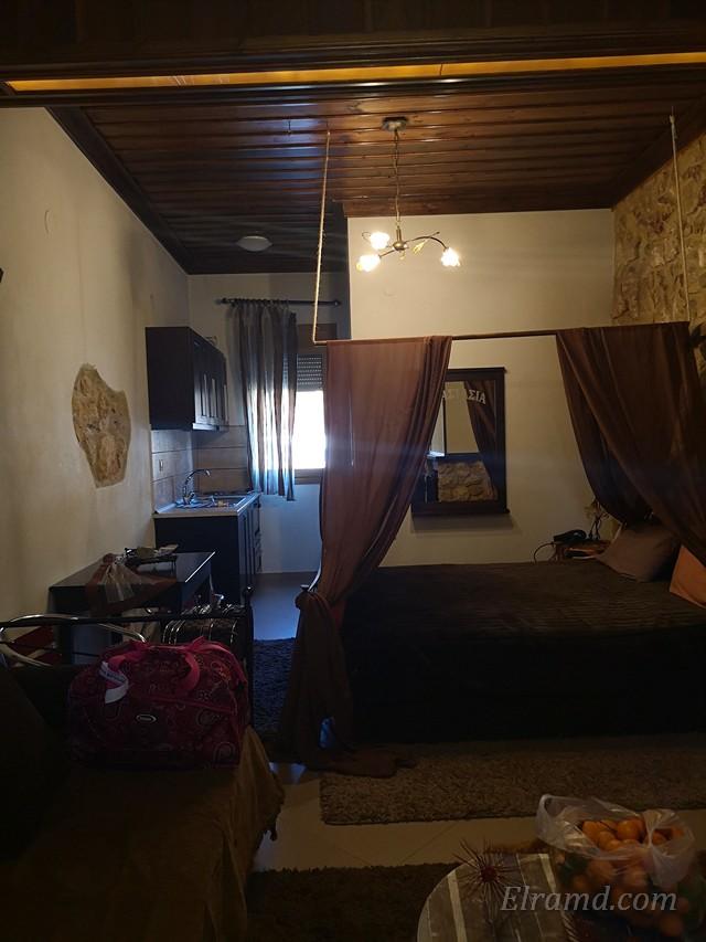 В номере есть кухня и дополнительный диван