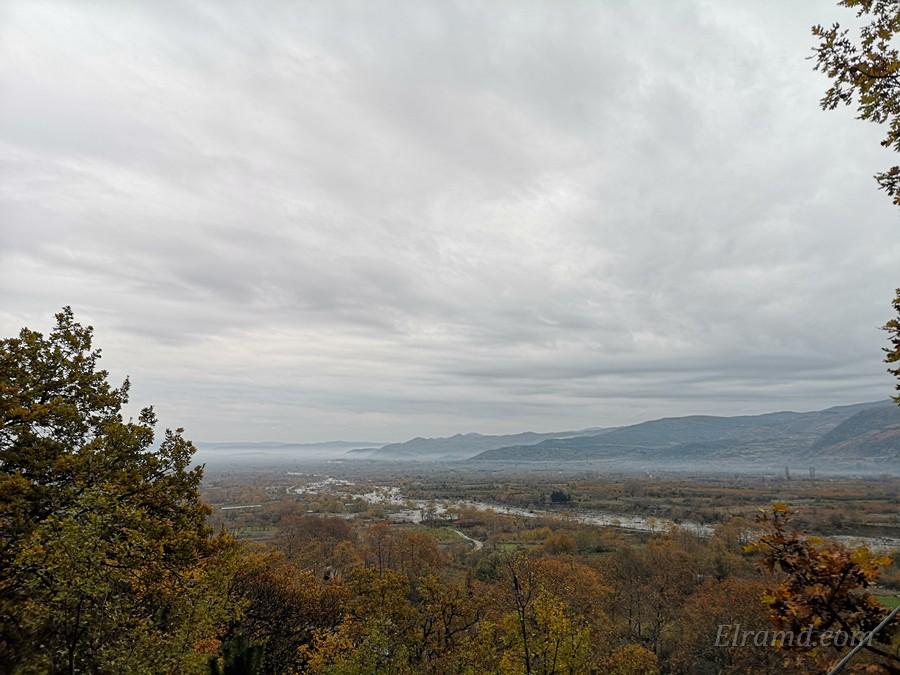 Виды с дороги от Ано Лутраки на равнину