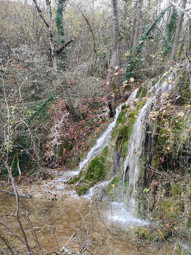 Потоки водопадов