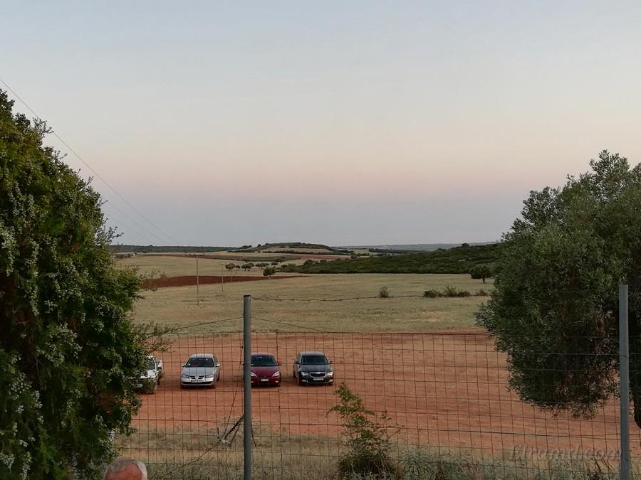 Вид с территории Бозала на поля