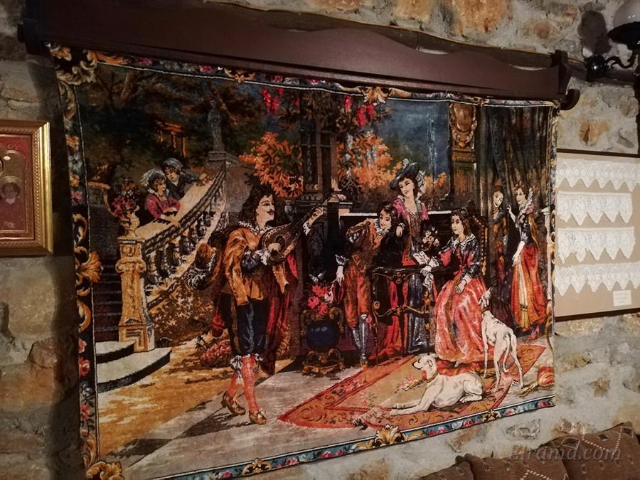 Один из настенных ковров в музее
