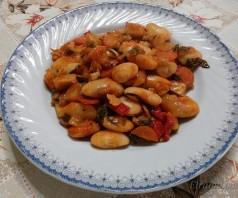 Фасоль, запеченная в духовке (Гигантес фурну)