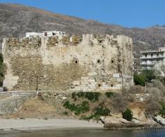 Что посмотреть в Каристосе: о крепостях, мавзолее, мраморе