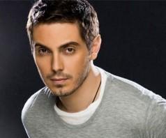 Греческий певец Михалис Хадзияннис
